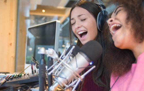 Two beatiful women are singing on the radio